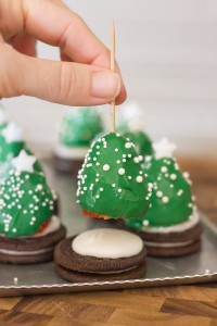 Chocolate-Covered-Strawberry-Christmas-Trees-2